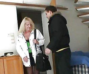 vzyal-siloy-simpatichnuyu-sekretarshu-porno-video-izyashnuyu-blondinku
