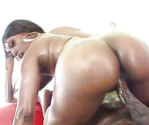 Big Booty In Pool Videos
